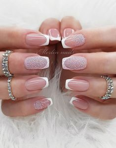 10 French Tip Nails Inspired – Spring Nail trends to wear now Sparkle Gel Nails, Glitter Accent Nails, French Tip Gel Nails, French Tip Nail Designs, French Tip Toes, Chic Nails, Stylish Nails, Do It Yourself Nails, Accent Nail Designs