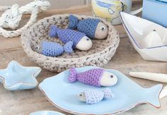 """Des poissons au crochet Ces petites créations au crochet (appelées """"amigurumi"""" au Japon) sont idéales en guise de cadeau de naissance, ou en porte-clés."""