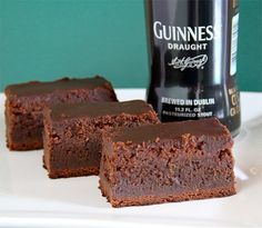 werd.com | Men's Gear, Gadgets, Style For Guys | Gift Guide For Men - Part 69......Guinness chocolate brownies! Just Desserts, Delicious Desserts, Yummy Food, Dessert Recipes, Healthy Food, Yummy Yummy, Dessert Ideas, Chocolate Stout, Chocolate Brownies