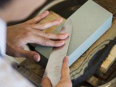 家庭で簡単にできる包丁研ぎのやり方をプロである「日本橋 木屋」の方に教えてもらいました!