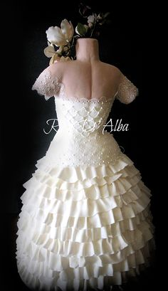 So realistic! Beautiful Wedding Dress Cake by Rose D'Alba ❤ Bridal Shower Cakes