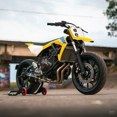 A Yamaha with a supermoto vibe - Motorrad Ducati, Yamaha Bikes, Cool Motorcycles, Vintage Motorcycles, Flat Tracker, Ferrari, Moto Scrambler, Enduro Vintage, Sv 650