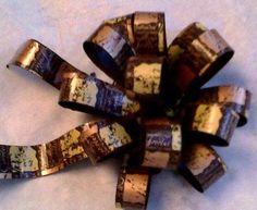 Dark Chocolate bow Chocolate Cookies, Bow, Dark, Arch, Chocolate Chip Cookie Bars, Chocolate Brownies, Onions, Darkness