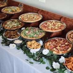 A Pizza Food Bar At Your Wedding food dinner 48 Wedding Pizza Food Bar To Get Inspired Wedding Food Bars, Pizza Wedding, Wedding Food Stations, Wedding Dinner, Wedding Menu, Buffet Wedding, Wedding Foods, Party Buffet, Wedding Food Bar Ideas