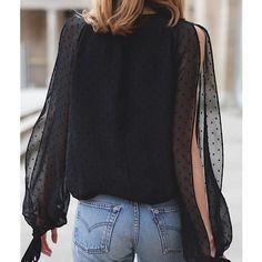 @ellepolska wybrało najlepszye stylizacje w maju! Wsród nich @fashionmugging w jedwabnej koszuli LeBRAND i @horkruks w naszym aksakitnym chokerze! #lebrand #summer #must #have #choker #silk #blouse #simple #black #minimalistic #gucci #bag #vintage #jeans #blue