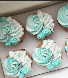 Cupcake Cake Designs, Cool Cake Designs, Cupcake Cakes, Blue Cupcakes, Easter Cupcakes, Buttercream Designs, Cute Birthday Cakes, Beautiful Cupcakes, Dessert Decoration