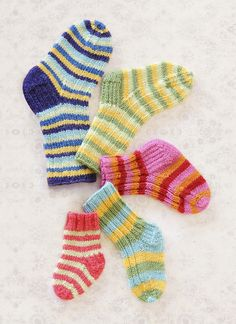 With six hard-to-find sizes, four stripe patterns and two ribbing options, this versatile sock pattern is jam-packed with possibilities. Pattern No. 9810