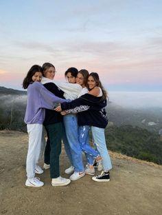 Cute Friend Pictures, Best Friend Pictures, Friend Pics, Need Friends, Friends Forever, Photo Adolescent, Besties, Bestfriends, Shotting Photo