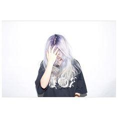 今日はダークルーツカラーを流行らせた萌様(@moe____pika )染めてる。Hair produced by #ATSUTOSHI 原宿H&Mのビル 7階 GRADUATE by HEYKEL 予約はtel 03 6447 0990 #撮影 #作品撮り #hair #salon #hairstyle #cut #hair #color #haircolor #sassoon #GRADUATE原宿 #サロモ #ヘアカラー #美容室 #美容師 #fashion #ootd #ハイトーン #ハイトーンカラー #艶カラー #カラー #ART #アート #shooting #haircut #派手髪 #ホワイトブリーチ