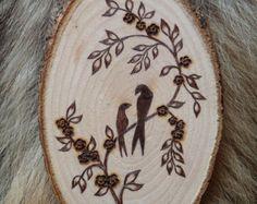 Medallón de madera con motivos personalizados por ForestTracks