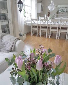 Tulpaner, vaxblomma och eukalyptus 🍃💗🍃 Skön söndag alla goa! 💕💕 ********************************* Tulips, wax plant and eucalyptus 🍃💗🍃 Nice sunday my friends! 💕💕