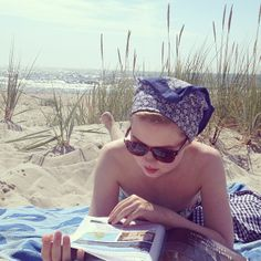 cute beach day look S Girls, Cute Girls, Most Beautiful Words, Girl Reading, Turbans, Blue Skies, Beach Babe, Dress Me Up, Spring Summer Fashion