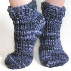 Free beginner super bulky sock pattern for toe-up or top-down socks, one- or two-at a time, using Magic Loop. Knit a pair with 1 skein of Malabrigo Rasta. Hello girls today I plan to share examples of e Knitted Socks Free Pattern, Knitted Slippers, Crochet Slippers, Knit Or Crochet, Baby Knitting Patterns, Crochet Patterns, Easy Knitting, Loom Knitting, Knitting Socks