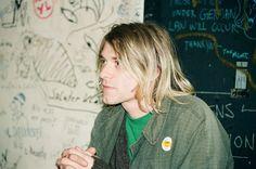Kurt Cobain by Gilbert Blecken. Nirvana Songs, Donald Cobain, Nirvana Kurt Cobain, Smells Like Teen Spirit, Jason Grace, Music Mood, Music Life, Dave Grohl, Foo Fighters