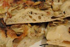 Pizza spezzatura a due farine - funghi e salsiccia Sandwiches, Pizza, Food, Essen, Meals, Paninis, Yemek, Eten