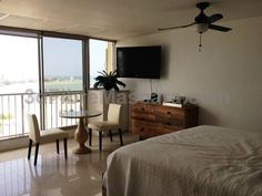 Green Island Coral Beach Apartments San Juan Offering accommodation with air conditioning, Green Island Coral Beach Apartments is situated in San Juan, 11 km from Fort San Felipe del Morro. Barbosa Park is 3.1 km from the property.
