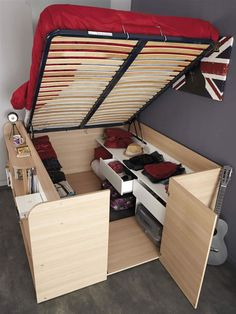 Parisot Space Up Bed and Storage, the Hidden Storage Bed. The hidden treasure of the Space Up bed is the hidden storage area underneath. Tiny House Living, Small Living, Rv Living, Living Room, Tiny House Family, Living On A Boat, Space Saving Furniture, Diy Furniture, Bedroom Furniture