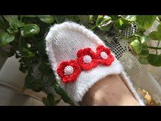 Two skating booties model / macroc . Crochet Baby Shoes, Crochet Slippers, Crochet Hats, Knitting Socks, Baby Knitting, Moda Emo, Baby Sweaters, Booty, Hippy