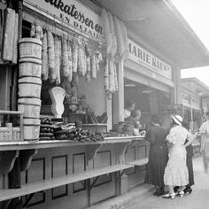 1937, Naschmarkt World Cities, Vienna Austria, Salzburg, Store Fronts, Old Pictures, Time Travel, Old World, Street Photography, Old Things