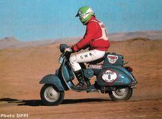 Paris-Dakar Vespa team – Motorbikes, what else? Vespa P200e, Piaggio Vespa, Lambretta Scooter, Vespa Scooters, Vintage Vespa, Vintage Racing, Scooter Garage, Mod Scooter, Scooter Girl