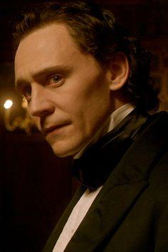 Tom Hiddleston is Sir Thomas Sharpe in Crimson Peak. Full size image: http://ww3.sinaimg.cn/large/6e14d388gw1ew793s54opj22s01k91b2.jpg Source: Torrilla, Weibo