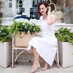 Look de ontem com um vestido lindo da Bamford - amo a linha de roupas deles, aquele estilo simples e muito chique, tudo com a cara da riqueza inglesa!!! Brinco Studio Cocoon e batom vermelho mix de dois porque é tão difícil escolher um só - Mysterious Red da Nars + Rouge Charnel da Chanel Vic Ceridono | Dia de Beauté