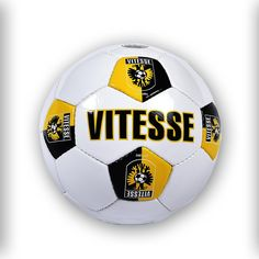 Witte voetbal met Vitesse print. Soccer Ball, Sports, Hs Sports, European Football, European Soccer, Soccer, Sport, Futbol
