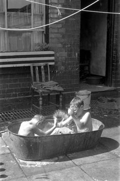 Photographer Ingemar Lindahl captured the lives of people in inner city Birmingham on camera. Asian History, British History, Old Pictures, Old Photos, Nostalgia, Birmingham England, Thing 1, Historical Pictures, The Good Old Days