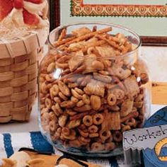c butter or margarine 2 tbl worcestershire sauce 1 t season salt t garlic powder t onion powder 3 c corn chex 3 c rice chex 3 c wheat chex 1 c nuts 1 c pretzels (My changes: 3 cups nuts, 3 cups homeycombs, 2 cups bugles) 250 Stir every 15 min. New Recipes, Holiday Recipes, Snack Recipes, Cooking Recipes, Favorite Recipes, Holiday Treats, Holiday Fun, Festive, Recipies