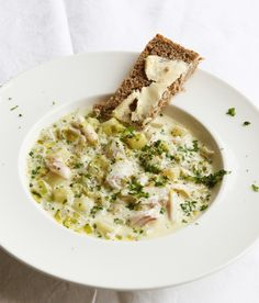 A creamy smoked fish and potato soup, known in Scotland as cullen skink, rarely fails to be supremely soothing and comforting. This very simple but utterly delicious example can be knocked up in little more than half an hour.