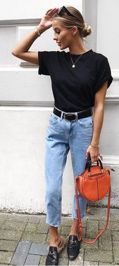 a662f0bcf1fb  summer  outfits black shirt and blue jeans. Cropped Jeans Outfit