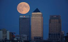 Supermoon lunar eclipse 2015 live: Amazing pictures from the UK and around the world of the 'blood moon' World Pictures, Pictures Images, Blood Moon Pictures, Lunar Eclipse, Eclipse 2015, Shoot The Moon, London Skyline, Beautiful Moon, Super Moon