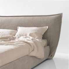 Double beds, furniture and accessories - Calligaris Sleeping Inspiration - Calligaris Hotel Bed, Interior Decorating, Interior Design, Headboards For Beds, Double Beds, Bedroom Lighting, Modern Bedroom, Interior Architecture, Bed Pillows