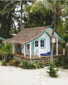 2 semaines à Bali - Meg&cook - Tiny Beach House, Tropical Beach Houses, Tiny House Cabin, Tiny House Design, Tropical Beaches, Surf Shack, Beach Shack, Cabins And Cottages, Beach Cottages