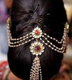 Best Indian Bride Hairstyles for Women with Long Hair - Hair Models Indian Hairstyles For Saree, South Indian Wedding Hairstyles, Wedding Hairstyles For Long Hair, Bride Hairstyles, Bun Hairstyle, Hair Wedding, Short Hair, Stylish Hairstyles, Indian Wedding Jewelry