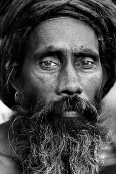India in bianco e nero Declaration Of Human Rights, Steve Mccurry, India People, Global Citizen, Black And White Portraits, World Of Color, Monochrome, Photography, Faces