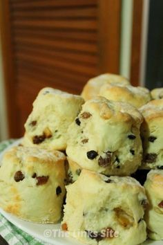 These fruit scones are delightful as a sweet breakfast treat! In Australia these scones are used for morning & afternoon tea or something sweet as a nice finish after lunch~ Baking Scones, Bread Baking, Fruit Scones, Breakfast Desayunos, Baking Recipes, Scone Recipes, Freezer Recipes, Freezer Cooking, Sweet Recipes