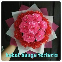 buket bunga kertas. 083114610391.  #buketbunga #kadounik #florist #graduation #jualbunga #buketwisuda #kadowisuda #handbouquet #hadiah #bouquet #souvenir