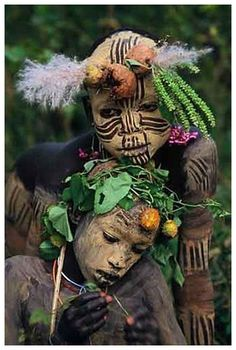 Tribal Adornment, Omo Valley, Ethiopia [Photo by Hans Silvester] -xo- Cultures Du Monde, World Cultures, African Tribes, African Art, We Are The World, People Around The World, Beautiful World, Beautiful People, Beautiful Children