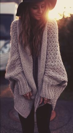 Chic Oversized Cardigan Sweater, 2013 Knitted Cardigan, Chunky Sweater For Girls Big Comfy Sweaters, Baggy Sweaters, Girls Sweaters, Cute Cardigans, Baggy Sweater Outfits, Baggy Clothes, Winter Trends, Cute Fall Outfits, Cool Outfits