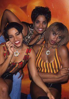 "twixnmix: ""Salt-N-Pepa video shoot for ""Shoop"" at Club USA in New York on August Photos by Steve Eichner "" Hip Hop And R&b, 90s Hip Hop, Hip Hop Rap, Rap Music, Soul Music, Hip Hop Fashion, Punk Fashion, Lolita Fashion, Fashion Boots"