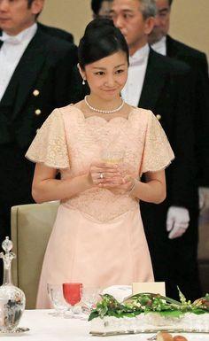 Princess Kako - フィリピンのアキノ大統領を招いた宮中晩餐会に出席された秋篠宮ご夫妻の次女、佳子さま=3日午後7時46分、皇居・宮殿「豊明殿」(松本健吾撮影)