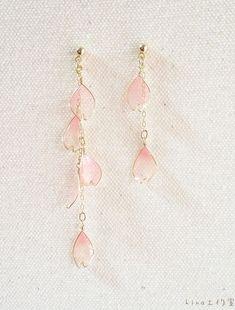 Oval Hammered Hoop earrings in Sterling Silver, sterling silver hoop earrings, hammered hoop earrings, small or large hoops - Fine Jewelry Ideas Ear Jewelry, Resin Jewelry, Cute Jewelry, Jewelry Accessories, Jewelry Design, Jewelry Making, Mode Lolita, Korean Jewelry, Kawaii Jewelry
