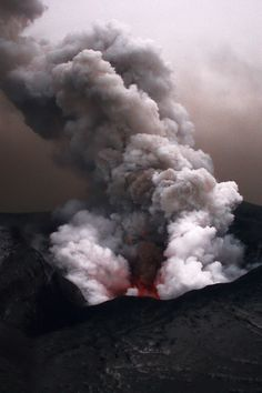 Eyjafjallajökull eruption, Iceland. How is even the volcano eruption perfectly colored?