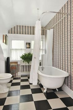 Best 50 small bathroom for small space – designs, colors and tile ideas 00009 - Furniture Classic Small Bathroom Tiles, Bathroom Vinyl, Bathroom Wallpaper, Bathroom Design Small, Small Space Design, Small Spaces, Clawfoot Bathtub, Wall Tiles, Diy Decoration