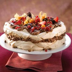 Pavlova, Norwegian Food, Norwegian Recipes, Nom Nom, Cake Recipes, Sweet Treats, Food Porn, Goodies, Food And Drink