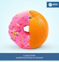 O que é pior: alimentos doces ou ácidos?    A questão é complicada, pois os dois têm o poder de causar grandes danos dentais. Porém, o açúcar talvez seja o pior porque ele é encontrado em excesso em alimentos. O açúcar em contato com as bactérias que vivem naturalmente na boca se transforma em ácidos que destroem os minerais dos dentes.  Com a mudança do ph do meio bucal (acidez) causado por substâncias liberadas pelo metabolismo das bactérias ao ingerirem o açúcar podemos ter desde uma…