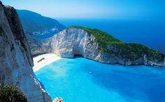 Среди изумрудных вод Ионического моря расположился настоящий райский уголок — древний греческий остров Закинф