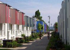 Scharnhauser Park, Ostfildern, Allemagne, par divers concepteurs, Quartier durable, il est l'aboutissement du redéveloppement d'une ancienne base aérienne militaire et se démarque car il est autosuffisant en termes d'activités et de services. Les résidents peuvent y vivre, y travailler, pratiquer des loisirs et subvenir à l'ensemble de leurs besoins, le tout à une distance de marche.Avec une compacité et une densité résidentielle relativement élevée (73 logements/ha), le tiers a été…