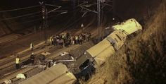 Strage sul treno. Sono 77 i morti finora accertati del disastro ferroviario avvenuto nei pressi di Santiago de Compostela. (Reuters/Miguel Vidal)
